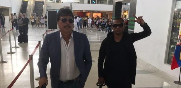 """Andres """"Manga"""" Escobar (direita) com seu empresário a caminho do Rio (Crédito: Reprodução)"""