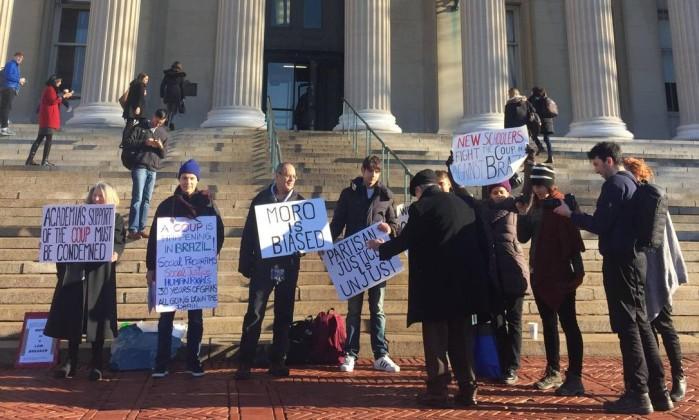 Grupo protesta contra Sérgio Moro em palestra em Nova York  (Crédito: Henrique Gomes Batista)