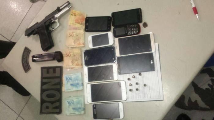 Material encontrado com o grupo  flagrado usando drogas dentro de motel emTeresina