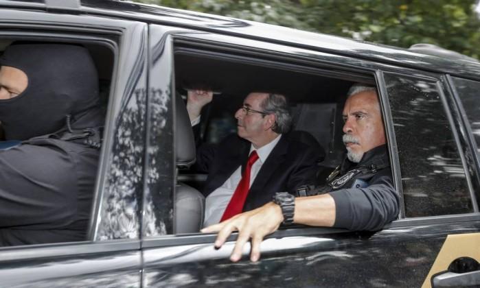 O ex-presidente da Câmara e deputado cassado, Eduardo Cunha (PMDB-RJ), chega para prestar depoimento à Justiça Federal em Curitiba   (Crédito: O Globo)