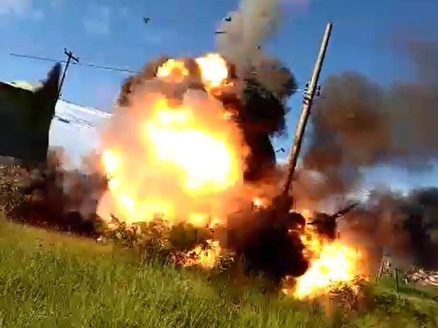 Parte de cima do veículo foi arremessada após a explosão, em Campinas (Crédito: Reprodução)
