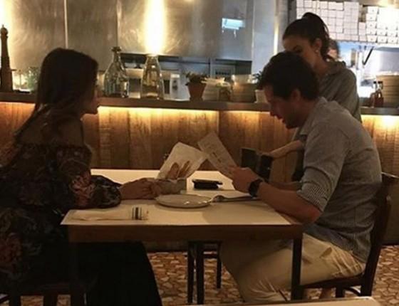 Paula Fernandes nega namoro com empresário