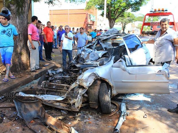 O carro ficou totalmente destruído
