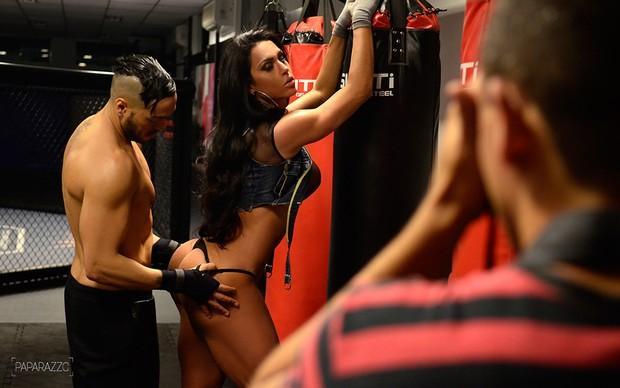 - Belo e Gracyanne Barbosa posam para o Paparazzo
