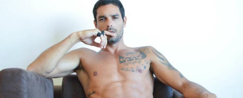 Ex-BBB Diego Grossi tira quase tudo durante ensaio sensual