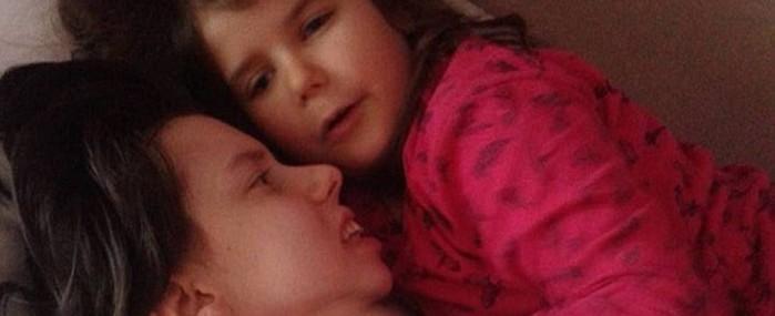 Após ficar sete anos em coma, mãe encontra com filha pela 1ª  vez