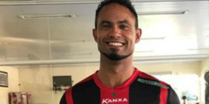 Mesmo sem clube anunciar, goleiro Bruno veste camisa do Boa Esporte