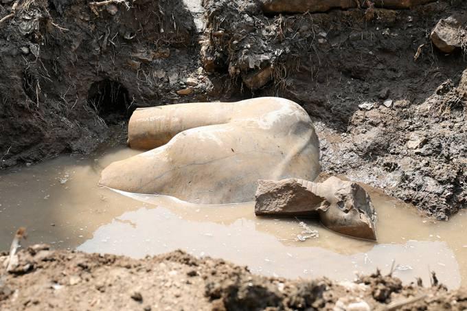 Estátua encontrada (Crédito: Reuters)