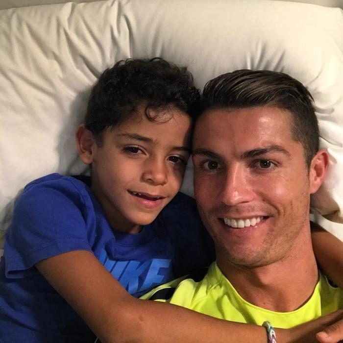Ronaldo e o filho, Cristiano Jr. (Crédito: Reprodução)