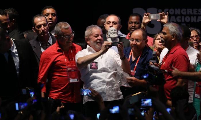 Lula da Silva no Congresso Nacional da Confederação Nacional dos Trabalhadores em Educação (CNTE), em Brasilia: PT quer lançar pré-candidatura no mês que vem (Crédito: O Globo)