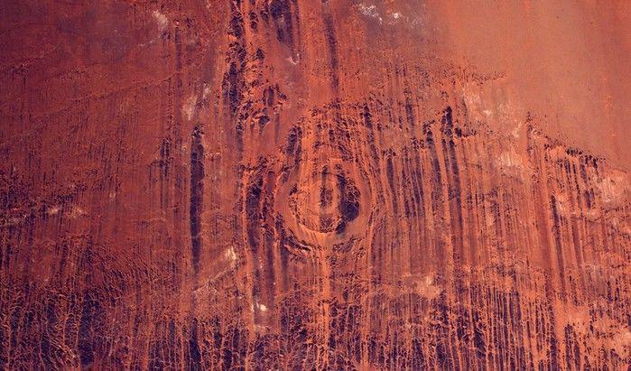 Erosão do vento no deserto do Saara vista de cima