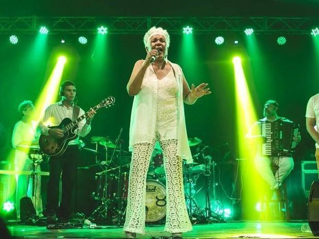 Cantora  Loalwa Braz