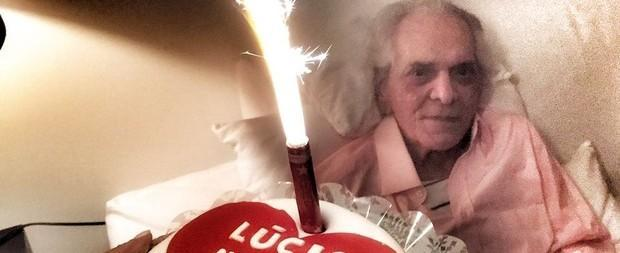 Lúcio Mauro comemora 90 anos com direito a bolo e festa em família