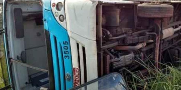 Ônibus tomba na BR-040 e deixa cerca de 16 pessoas feridas; fotos!