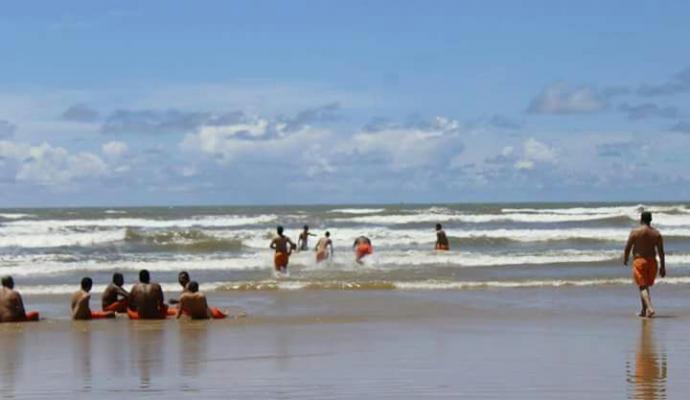 Detentos cantaram, tomaram banho de mar e se refrescaram com refrigerantes e picolés (Crédito: Reprodução)