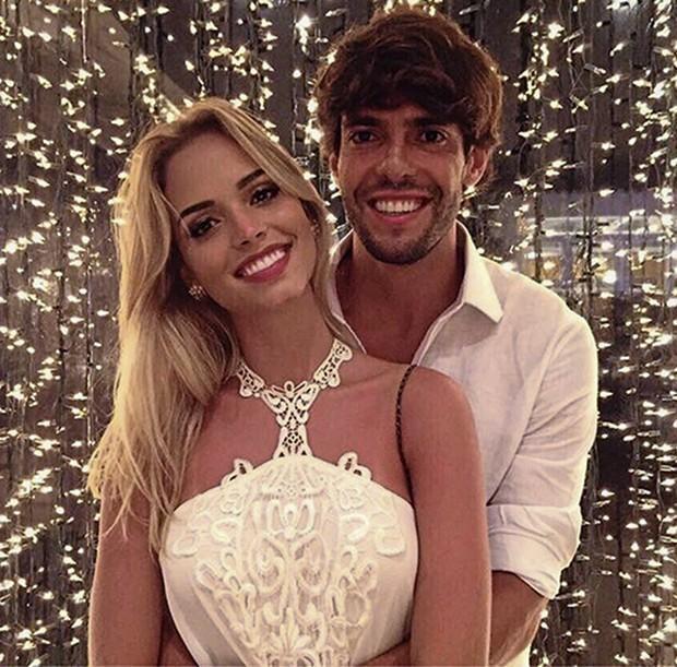 Kaká e Carolina Dias ficam noivos durante férias em Nova York