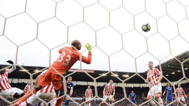 Chelsea vence o Stoke City por 2 a 1 no Campeonato Inglês