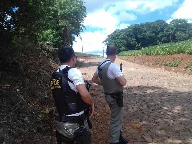 Barreira policial em estrada próxima da cidade de Ibirapuitã (Crédito: Reprodução)