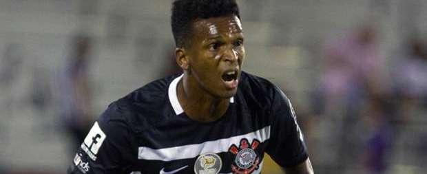 """Jô comemora """"morrinho"""" e classificação do Corinthians nos pênaltis"""