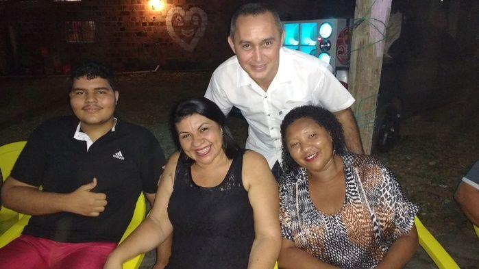 Ao centro Genuídes, lado esquerdo seu filho e à direita Maria Luíza (Crédito: Edilene Lima)