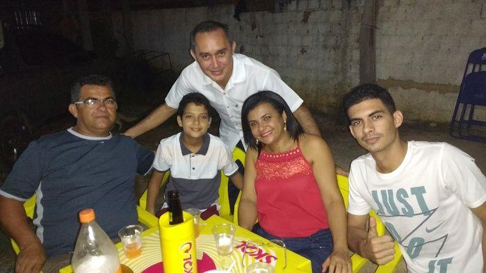 Márcia Silveira e seu esposo Edson junto com seus filhos (Crédito: Edilene Lima)