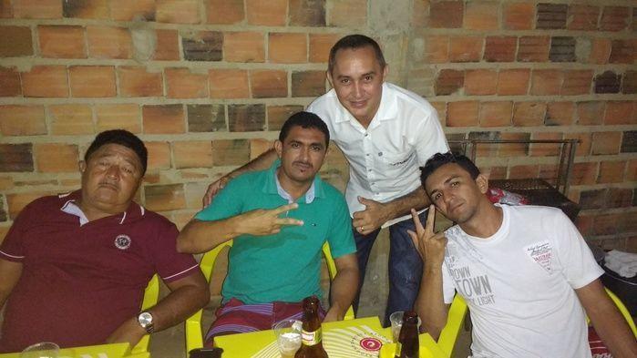 Aristeu junto com os amigos Osmar, Benedito e seu amigo (Crédito: Edilene Lima)