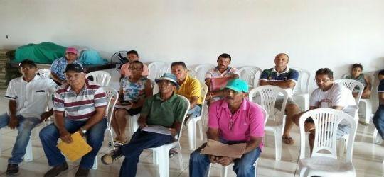 Agricultores participam de reunião sobre sertão irrigado