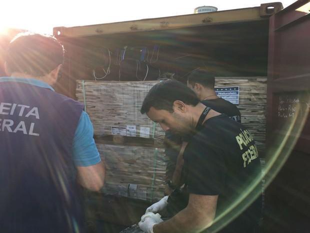 Cerca de 560 kg de cocaína foram apreendidos pela Receita Federal em Salvador (Crédito: Reprodução)