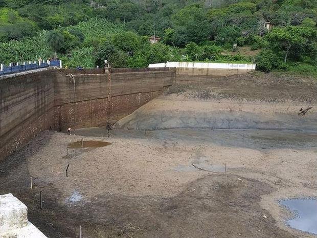 Cogerh explica que o serviço que secou açude era necessário para melhorar a qualidade da água (Crédito: Reprodução)