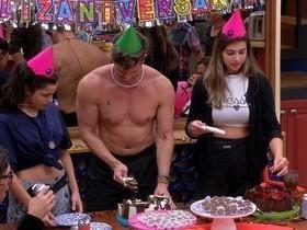 BBB17: Festinha de Marcos e Vivian acaba em punição após trollagem