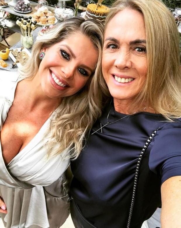 Karina Bacchi revela sexo do bebê em festa temática