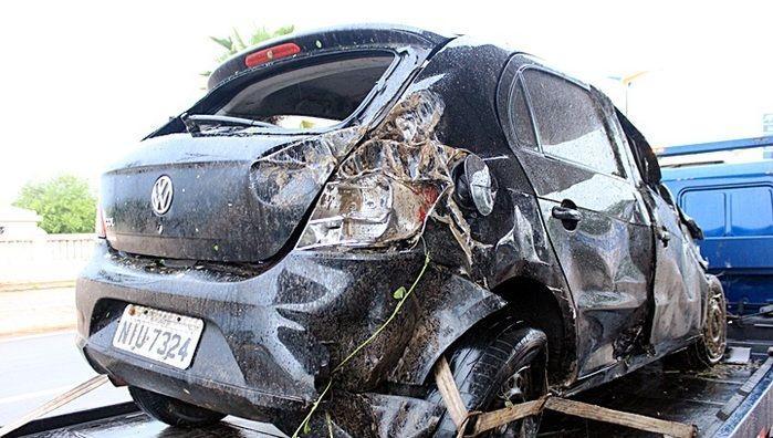 Motorista perde o controle de veículo e capota na BR 343