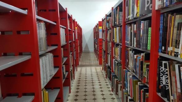 Biblioteca conta com novos títulos e espaço aconchegante