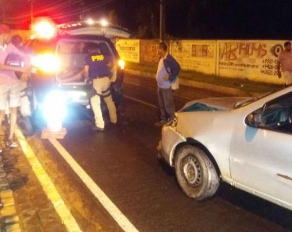 Motorista embriagado atropela pedestre e bate em viatura da PRF