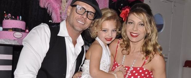 Sheila e Xuxa fazem festa para Brenda inspirada em Marilyn Monroe