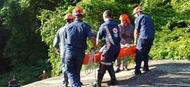 Mulher escorrega e cai de cachoeira de 40 metros em Ilhabela