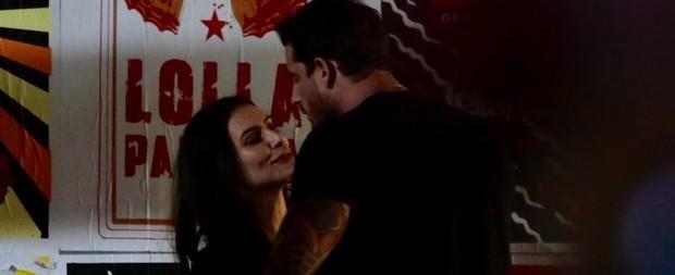 Cleo Pires é flagrada beijando novo namorado no Lollapalooza