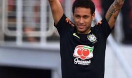 Neymar faz gol improvável em treino da seleção e torcida vibra