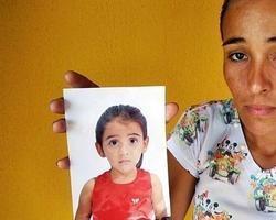 Mãe pede ajuda para tratar a filha que está perperdendo a visão