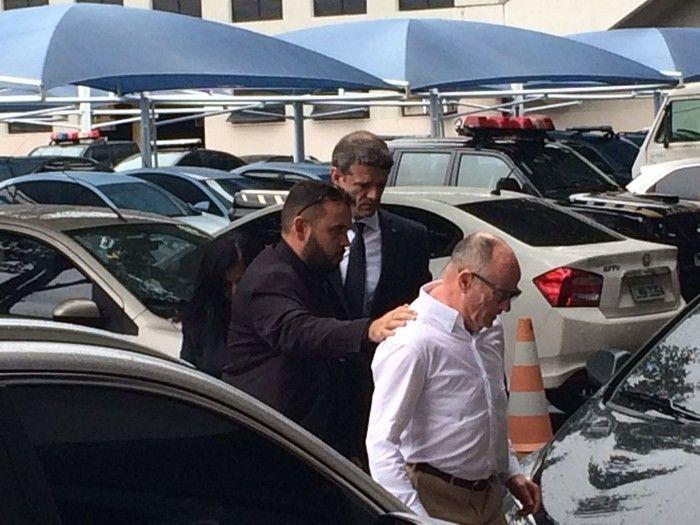 Aloysio Neves, presidente do TCE-RJ, chega à PF