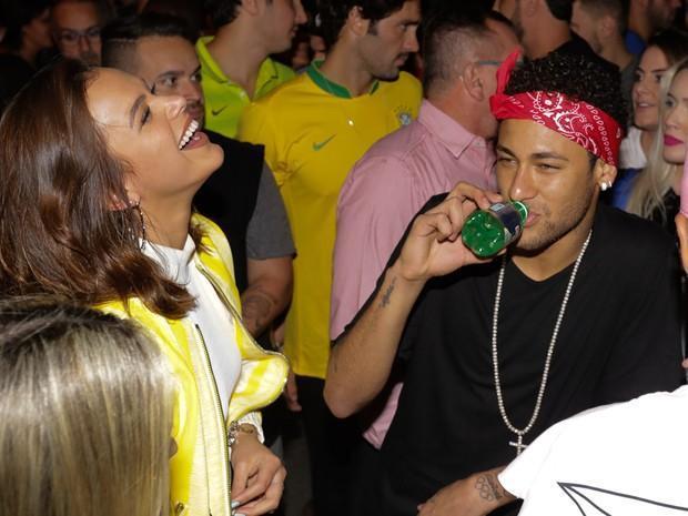 Bruna Marquezine e Neymar curtem show após classificação do Brasil (Crédito: Eduardo Martins/ Ag. News)