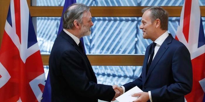 Reino Unido entrega carta e dá início à saída da União Europeia