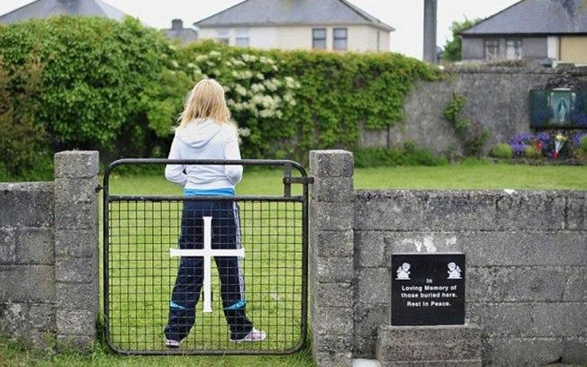 Testes apontam que crianças foram enterradas  (Crédito: Daily Mail)