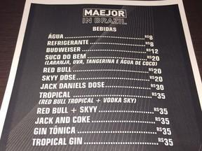 """Famosos reclamam do preço da bebida em """"After party"""" de Bieber"""