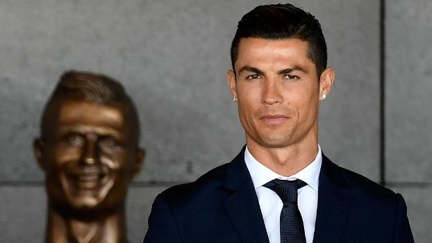 Cristiano Ronaldo esteve na inauguração do nome do aeroporto. E de seu busto polêmico (Crédito: Getty)