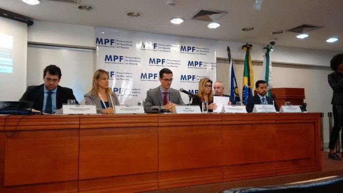 Procuradores da força-tarefa da Lava Jato falam em Curitiba