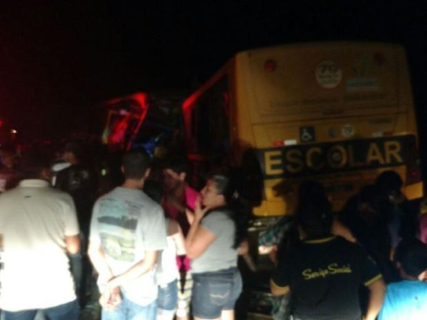 Colisão entre ônibus escolares deixa 7 mortos em Alagoas