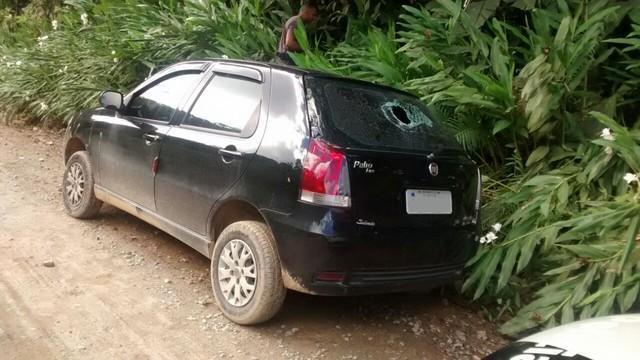 Homem descobre traição e mulher é encontrada morta no próprio carro