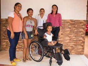 Prefeitura de Miguel Alves entrega cadeiras de rodas