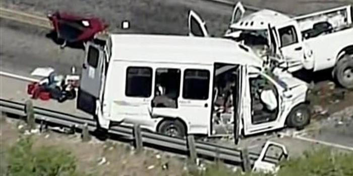 Grave acidente entre van e caminhonete deixa 13 mortos nos EUA